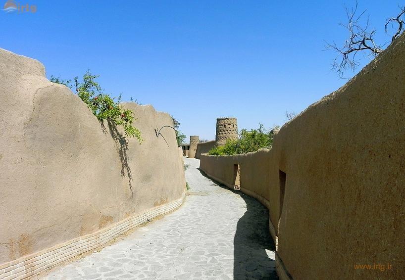 برج و بارو و دروازه شارستان